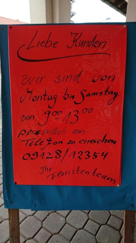 Wir sind von Montag bis Samstag von 9 bis 13 Uhr persönlich am Telefon erreichbar.